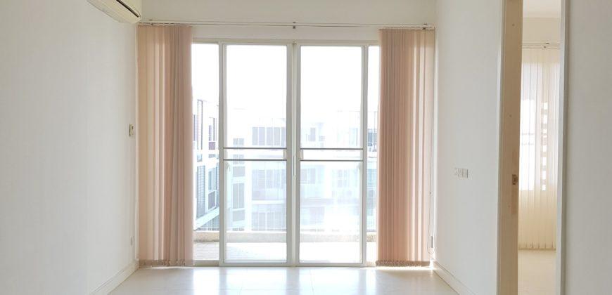 Great 1 Bedroom Unit on Top Floor of Popular Building