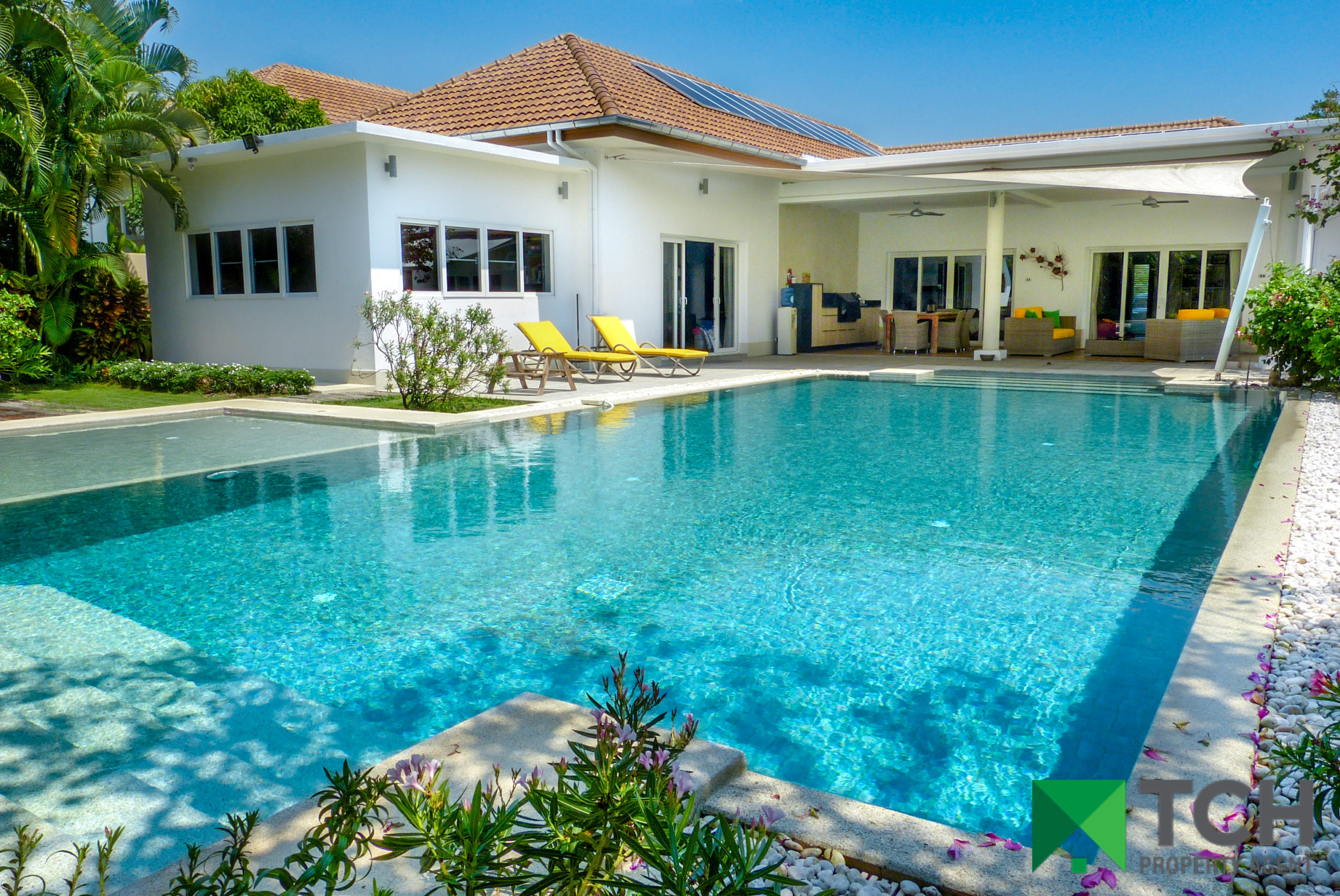 Luxurious Large-Scale Property in Prime Location