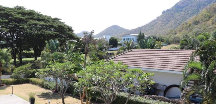 Beautiful 4 Bedroom Home on Palm Hills Golf Course