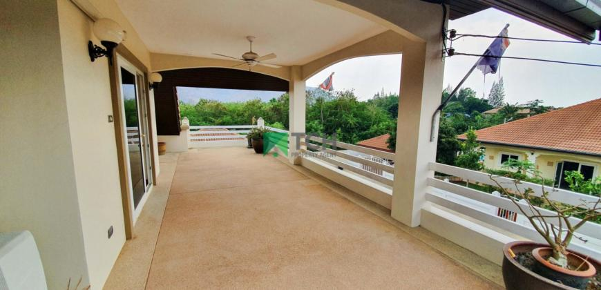 Big, 2 Storey Pool Villa Close to Town