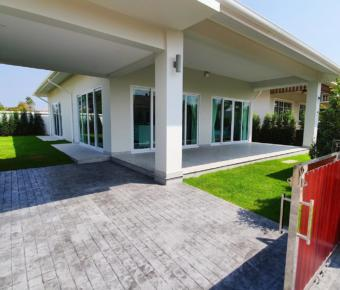 New, High Spec Villas in Thap Tai 4.99M Baht