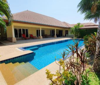 Amazing Deal for Villa with Large Swimming Pool