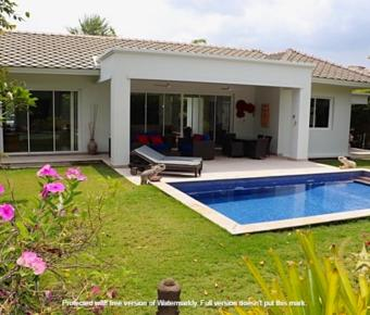 Luxury Pool Villa on Baan Ing Phu For Sale