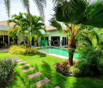 Beautiful Pool Villa with Lush Tropical Gardens