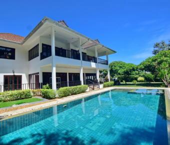 Executive 2 Storey Pool Villa Close to Town