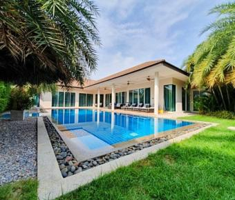 Lovely Pool Villa in Prime Location Close to Town