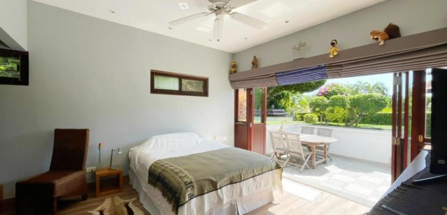 Beautiful White Lotus Villa for Sale – Close to Town