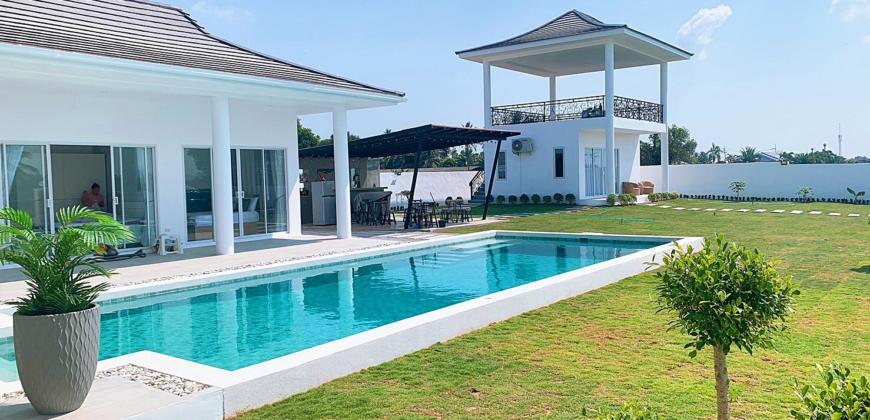 5 Bedroom Villa in Stunning Location – No Common Fees